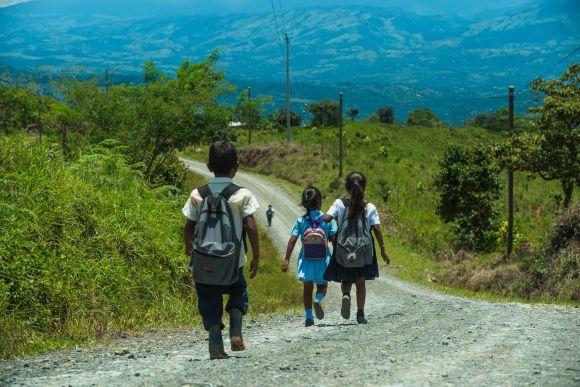 Niños rumbo a la escuela