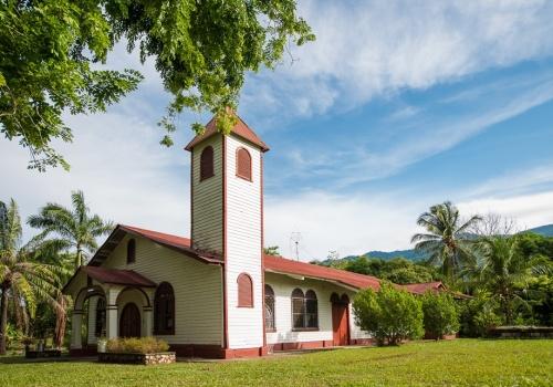 Iglesia de Palmar sur, Osa. Foto: Diego Matarrita, abril del 2014