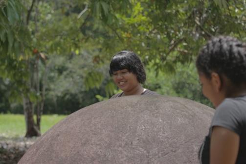 chicas con la esfera Carolina Arias